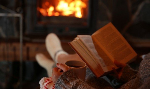 Reading-by-the-fire-590x350