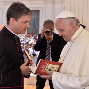 Daniel Gallagher presenting his copy of Commentarii de Puero Inepto to Pope Francis.